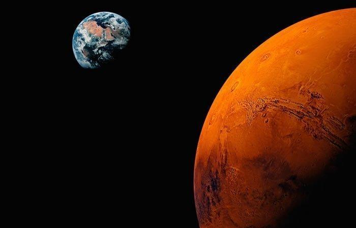 Marte Y La Tierra
