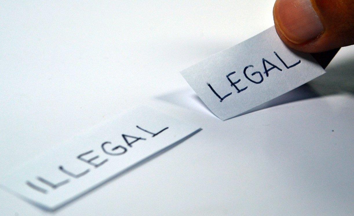Notas con las palabras: legal e ilegal