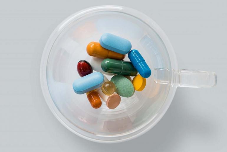 Pastillas representando el nuevo medicamento contra el Alzheimer.