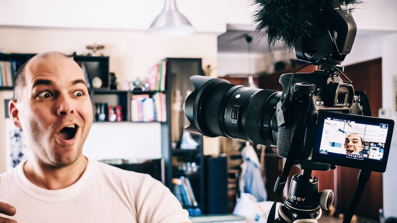 Creador de contenido para el canal de YouTube.
